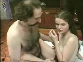 Curvy girl moans loudly as she gets an orgasm - Skype Porn