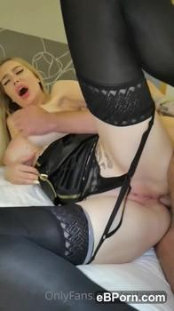 Ölmassage eines kleinen sexy Arsches - Snapchat Porn