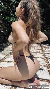 Girl Gets Huge Cumshot On Ass At The Beach - Tinder Sex
